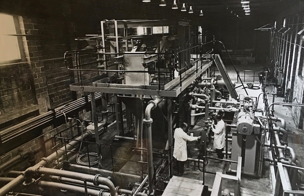Marshall Quantum Run 356 Appeton 60 Vanila Tin 900 My Dad Standing Next The Machine He Built And Designedthe Vertiformer Which Could Make Newsprint At Three Times Speed Of A Normal